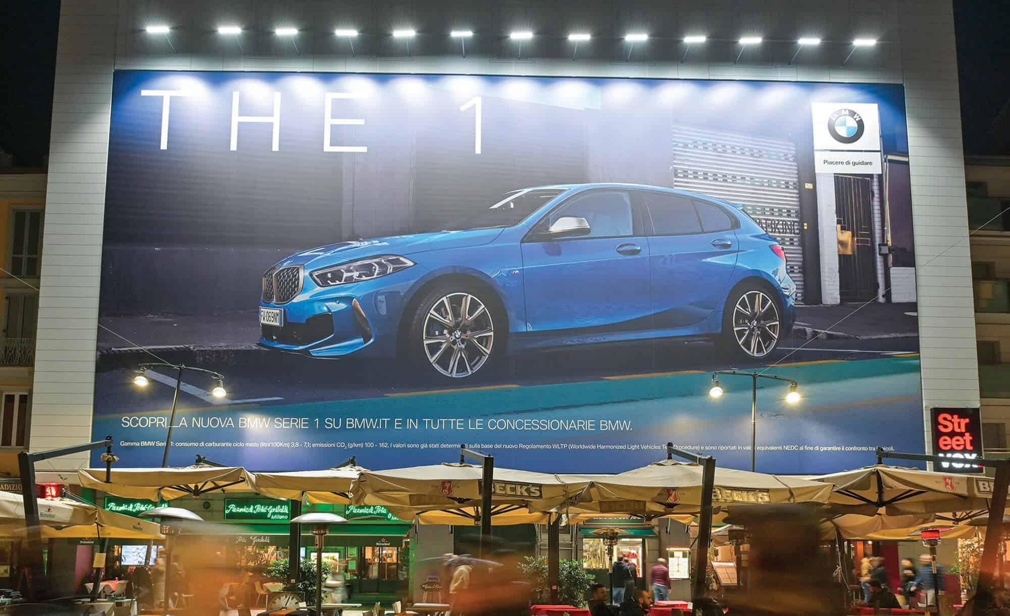 Maxi Affissione Streetvox Corso Como 6 a Milano con BMW (Automotive)