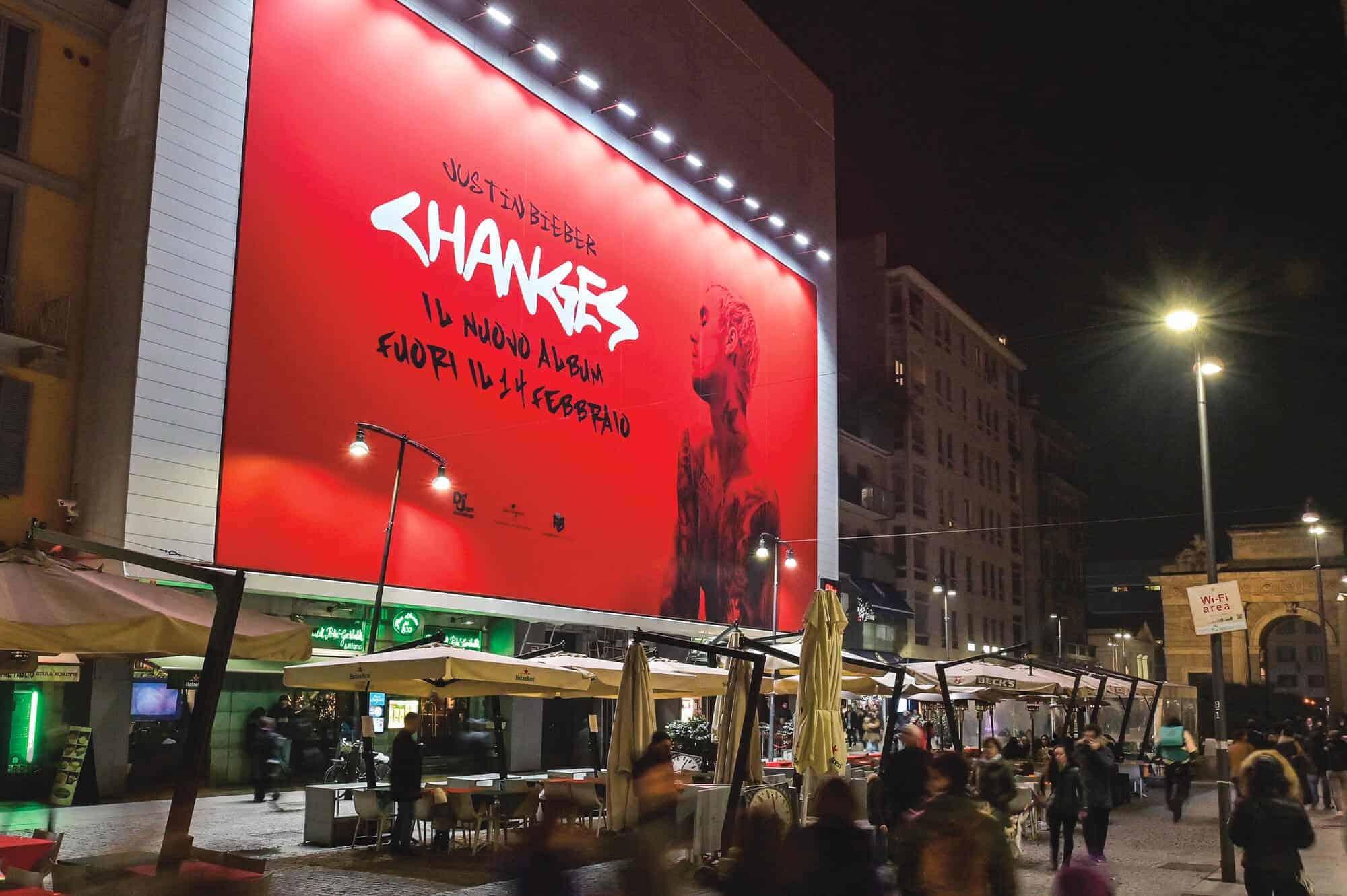 Maxi affissione Streetvox in Corso Como 6 a Milano di Justin Bieber (music)