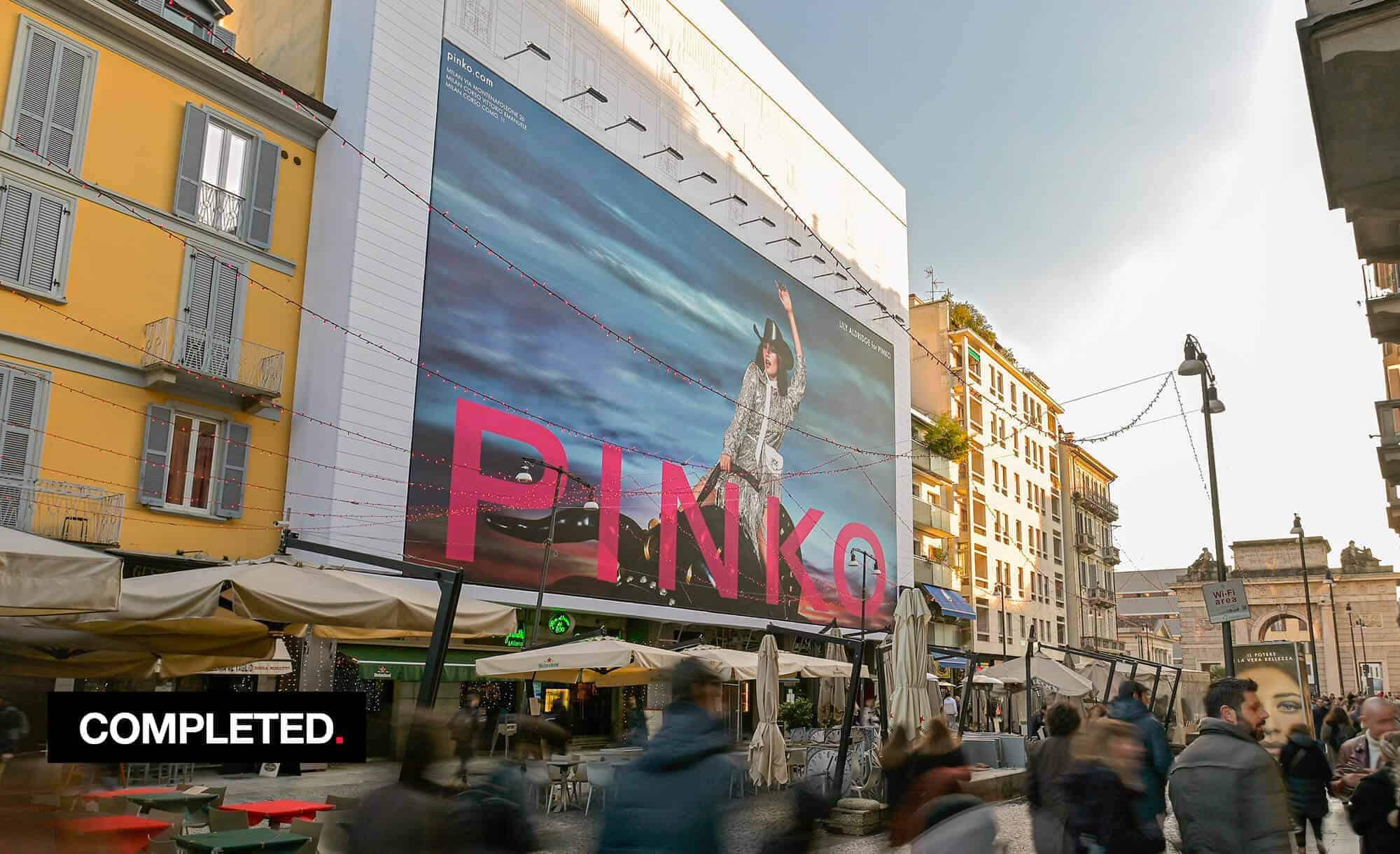 Maxi Affisione a Milano in Corso Como 6 con Pinko (Fashion)