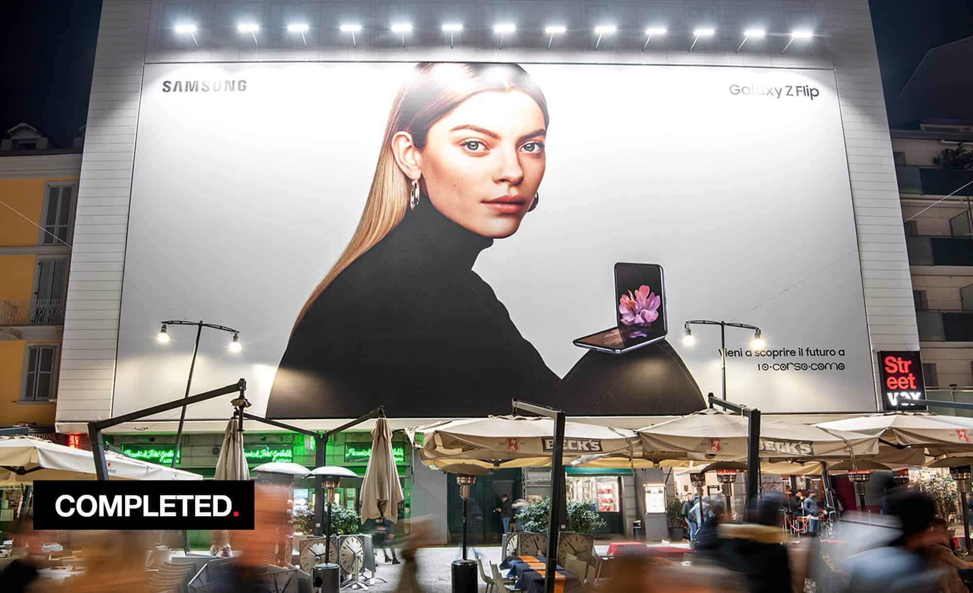 Maxi Affisione a Milano in Corso Como 6 con Samsung (Technology)