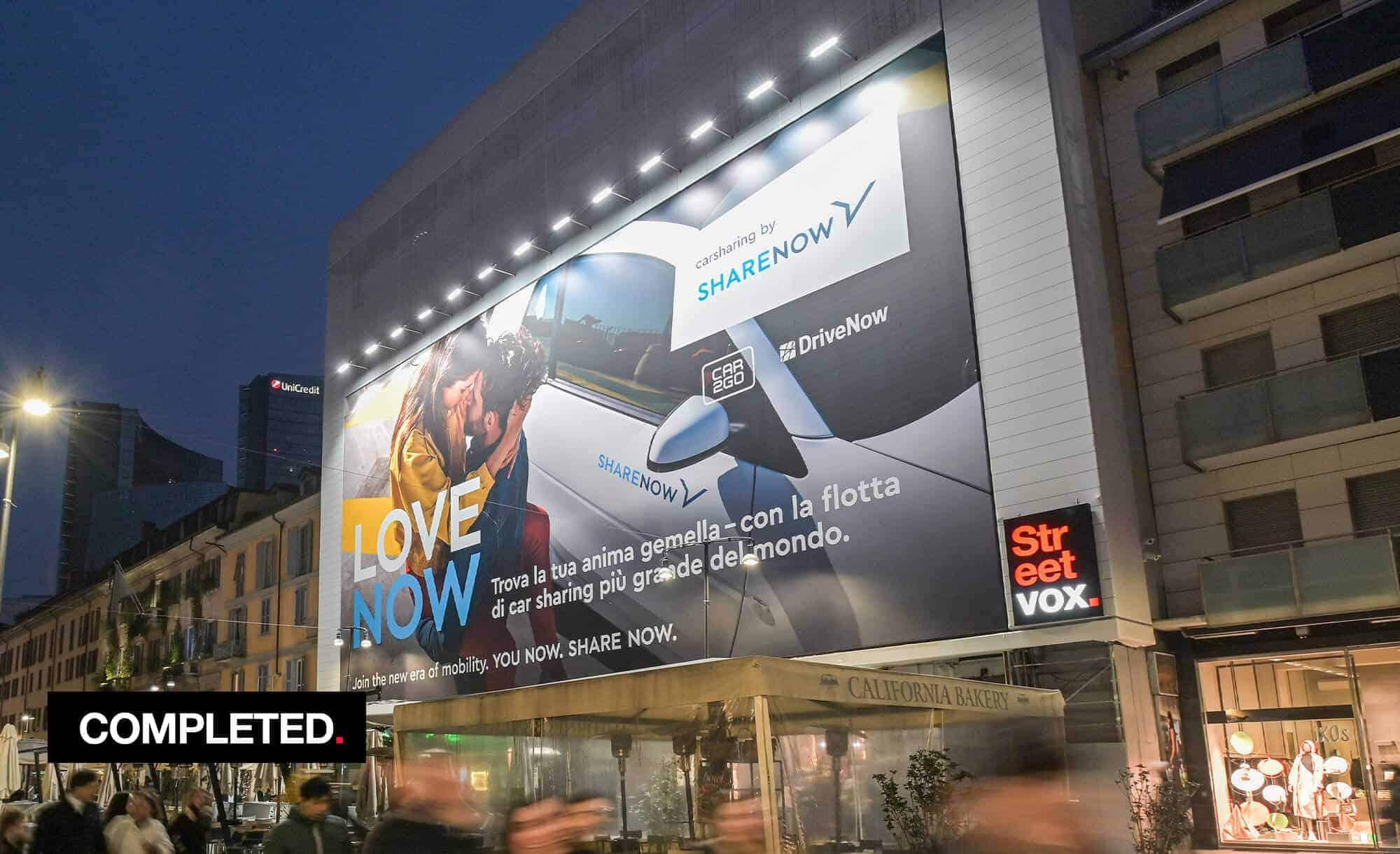 Maxi Affisione a Milano in Corso Como 6 con Share Now (mobility)