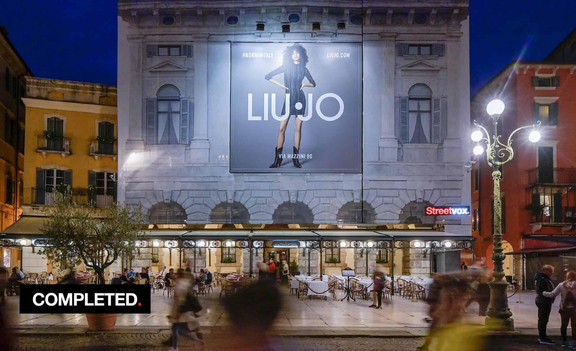Maxi Affisione a Verona in Piazza Bra Palazzo Malfatti con Liu-Jo (fashion)