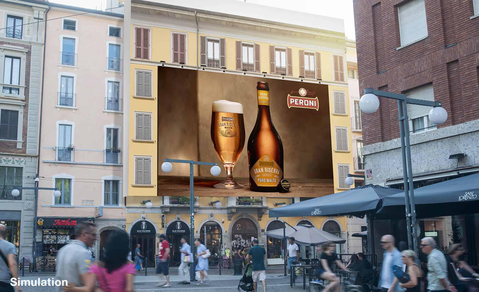 Maxi Affissione a Milano in Corso Ticinese 16 di Peroni (beverage)