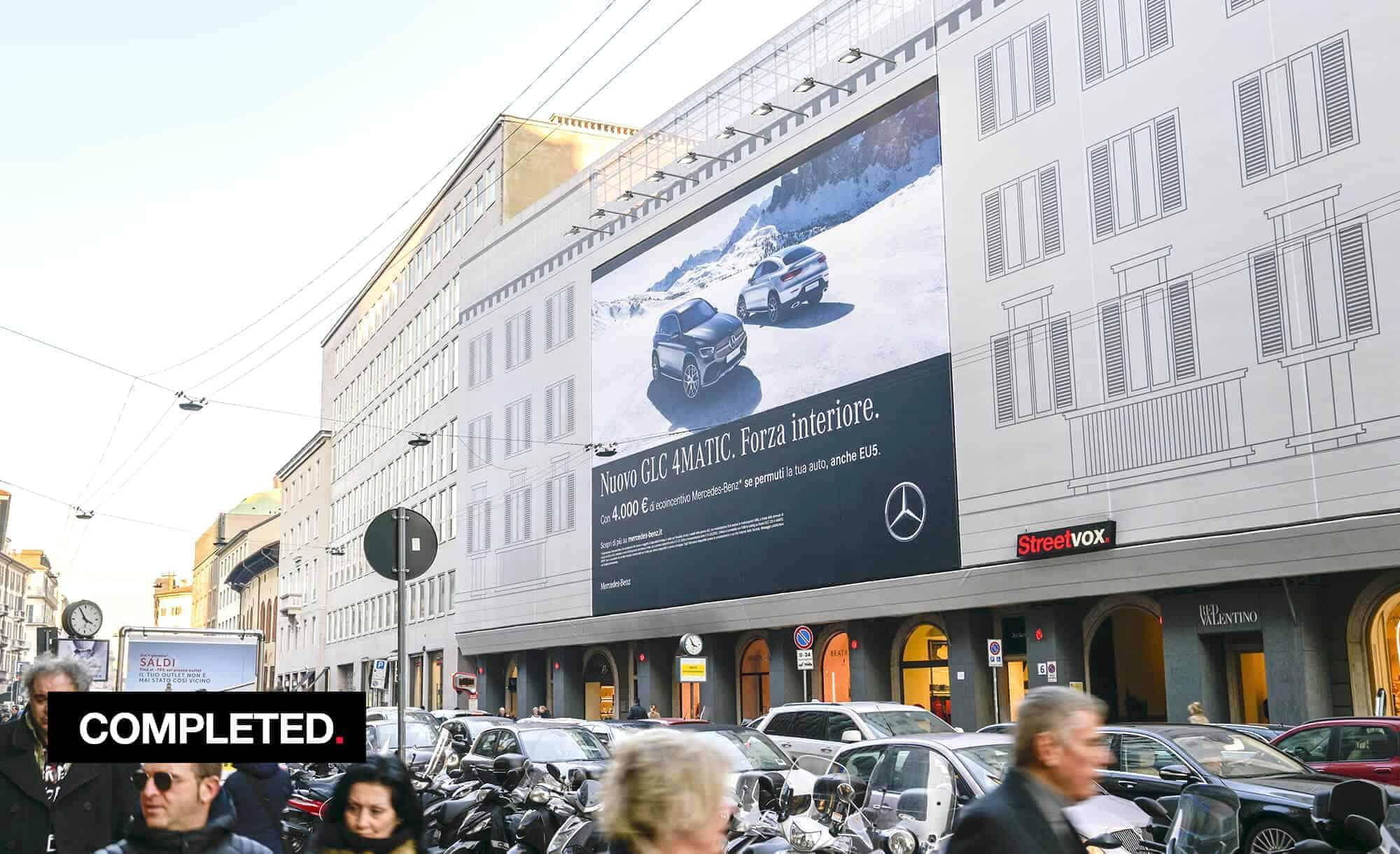 Maxi Affisione a Milano in Via Venezia 6 con Mercedes (Automotive)