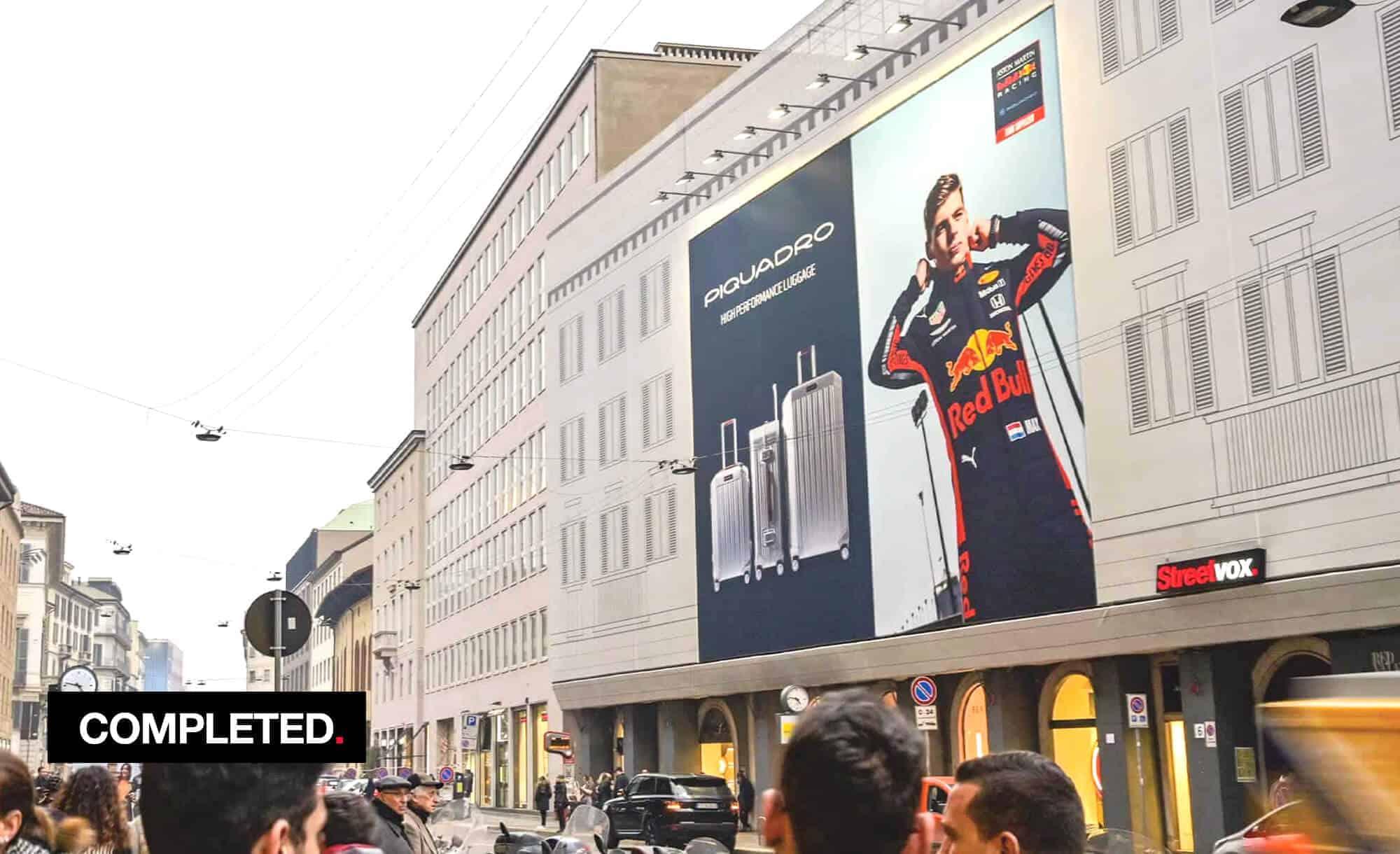 Maxi Affisione a Milano in Via Venezia 6 con Piquadro (Fashion)
