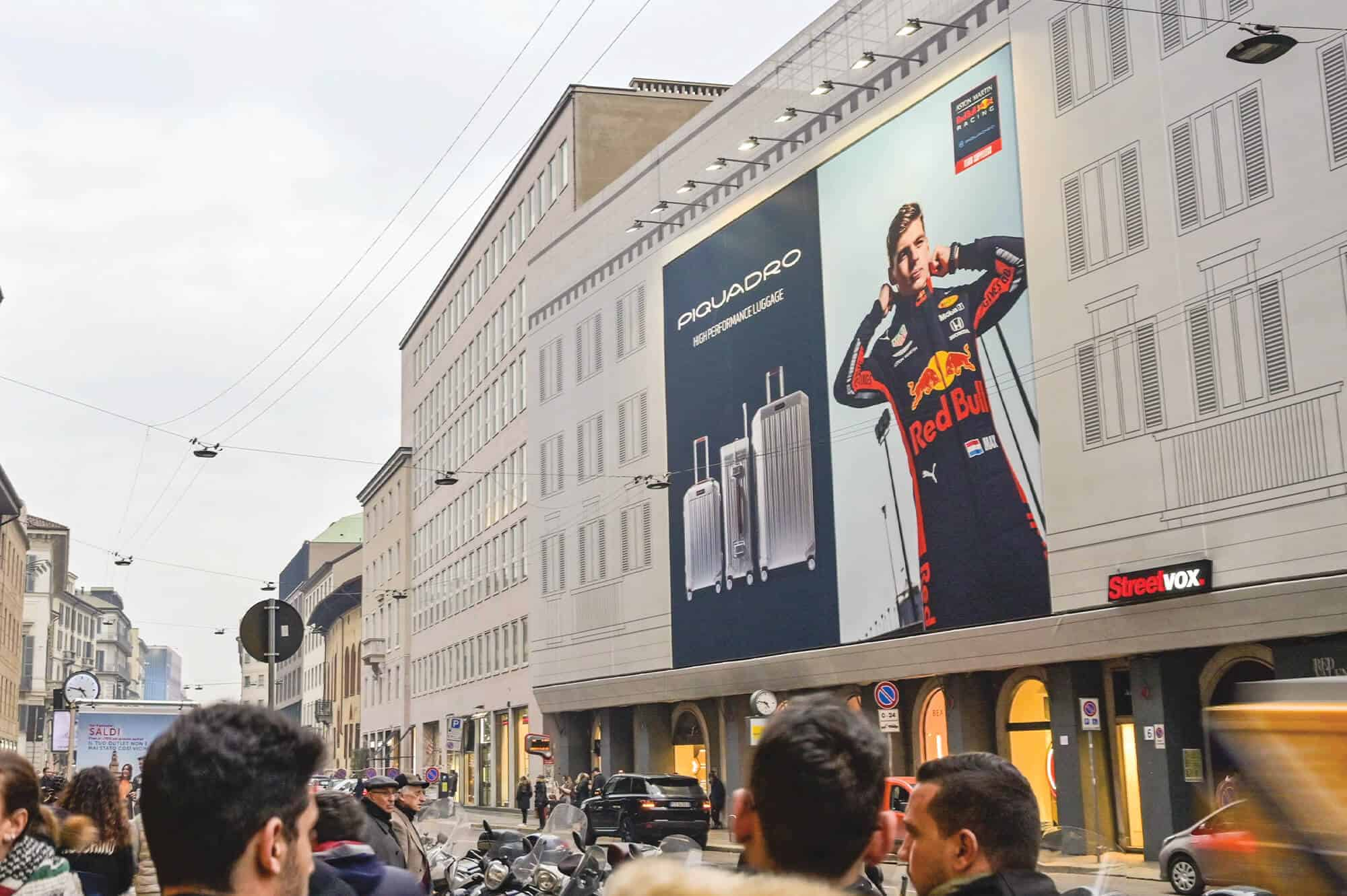 Maxi affissione Streetvox in Via Venezia 6 a Milano di Piquadro