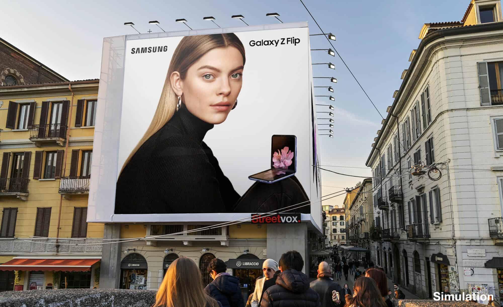 Maxi Affissione a Milano in Via Corsico 12 Navigli di Samsung (technology)
