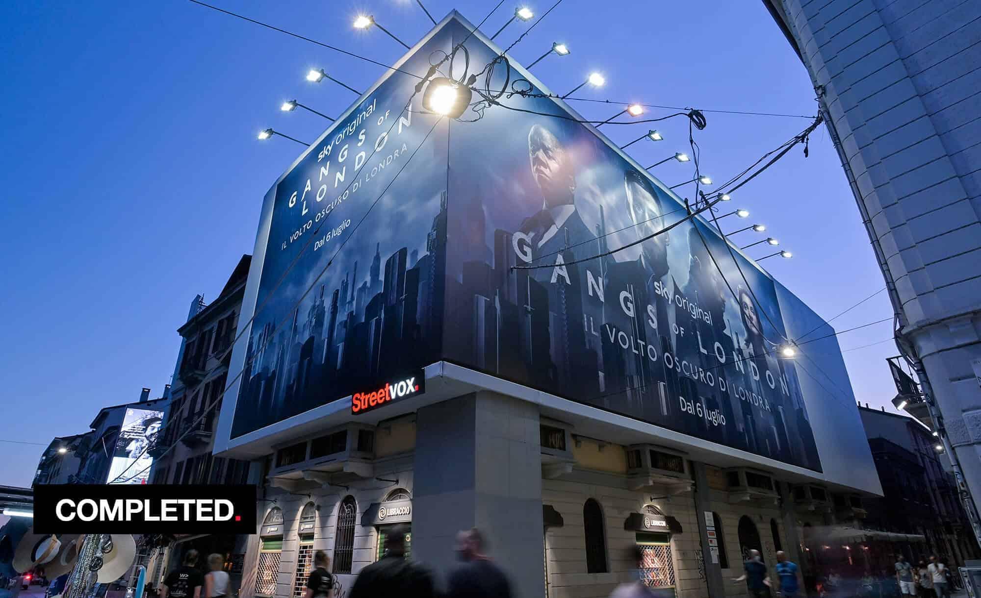 Maxi Affissione Streetvox in Via Corsico 12 sui Navigli a Milano con Sky (Entertainment)