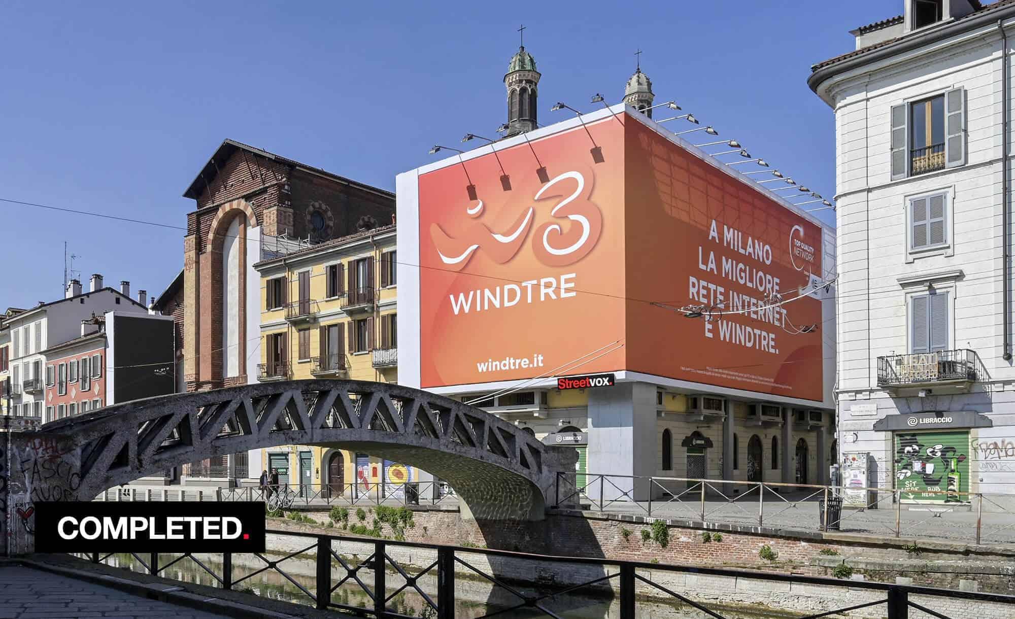 Maxi Affissione Streetvox in Via Corsico 12 sui Navigli a Milano con Wind 3 (Telco)