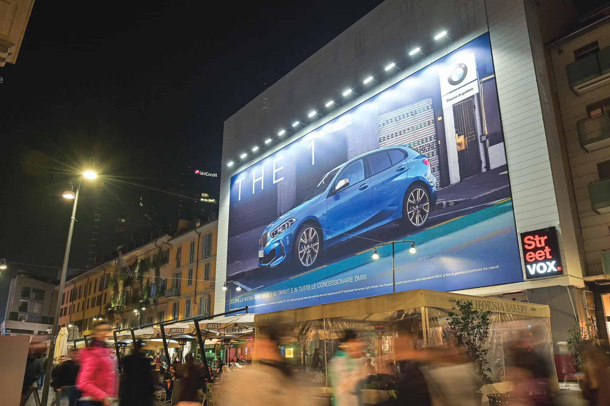 Maxi Affissione Corso Como 6 a Milano con BMW (Automotive)- lato Gae Aulenti