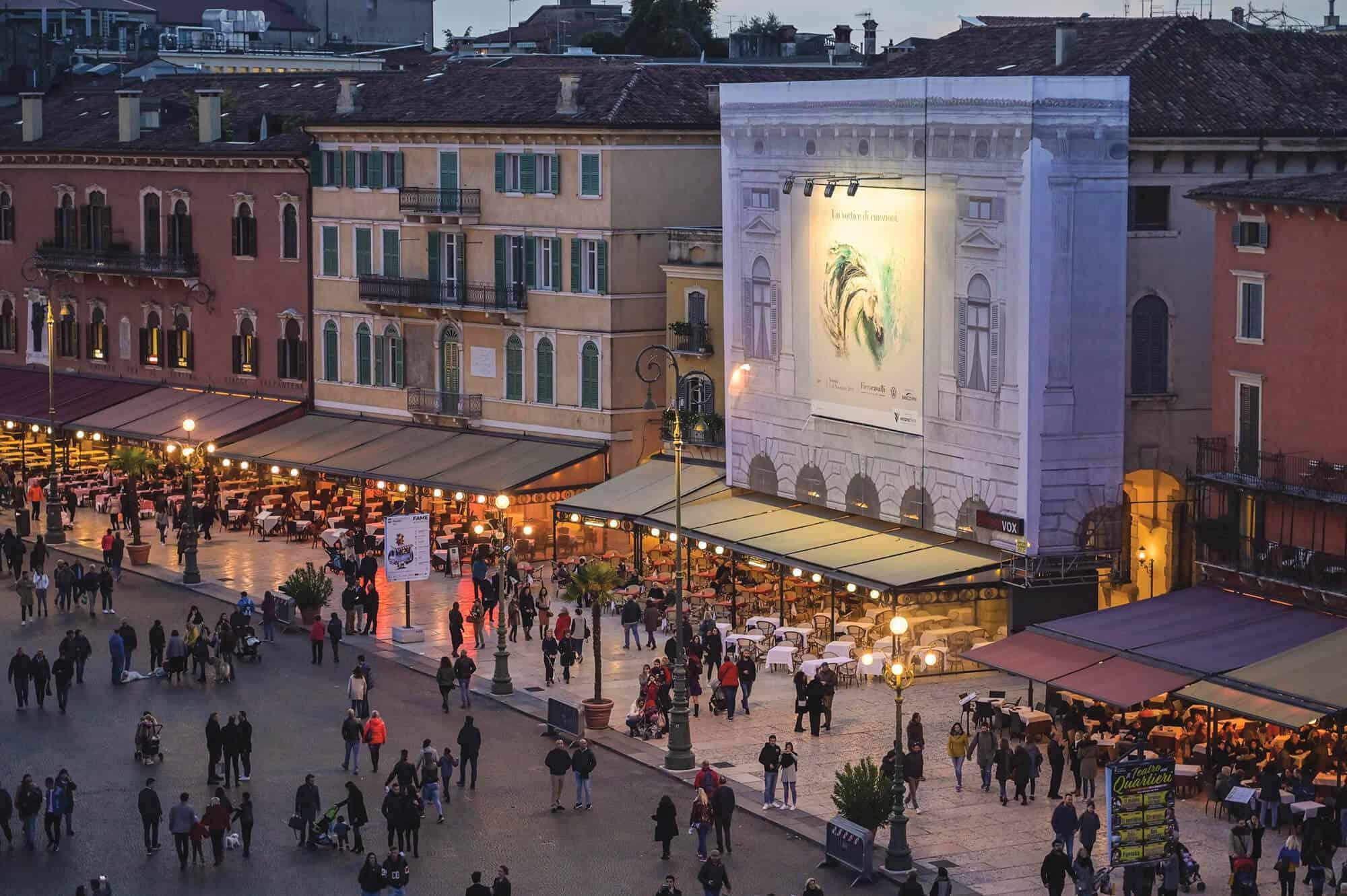 Maxi Affissione Streetvox a Verona in Piazza Bra