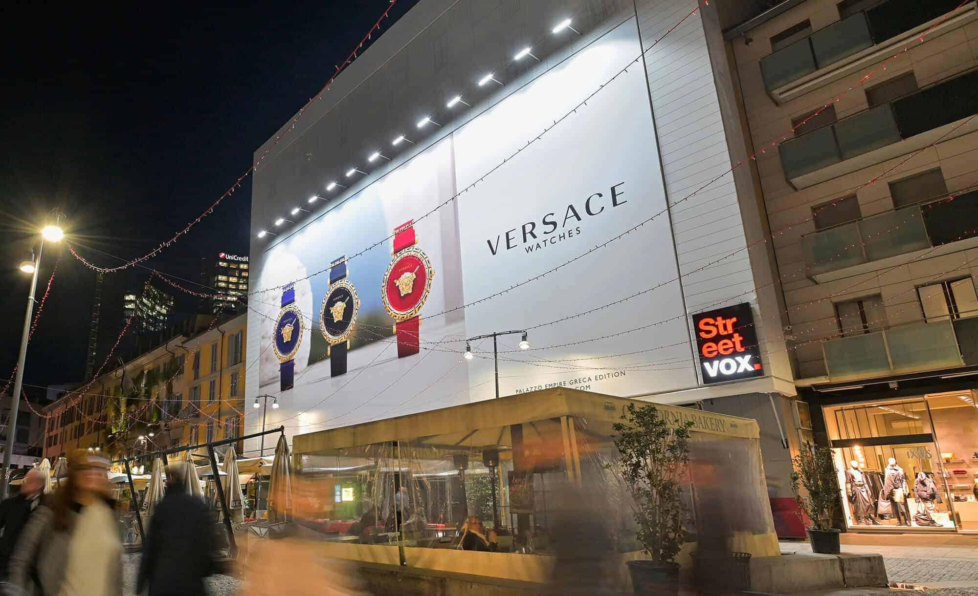 Maxi Affissione Streetvox in Corso Como 6 Milano Versace Watches