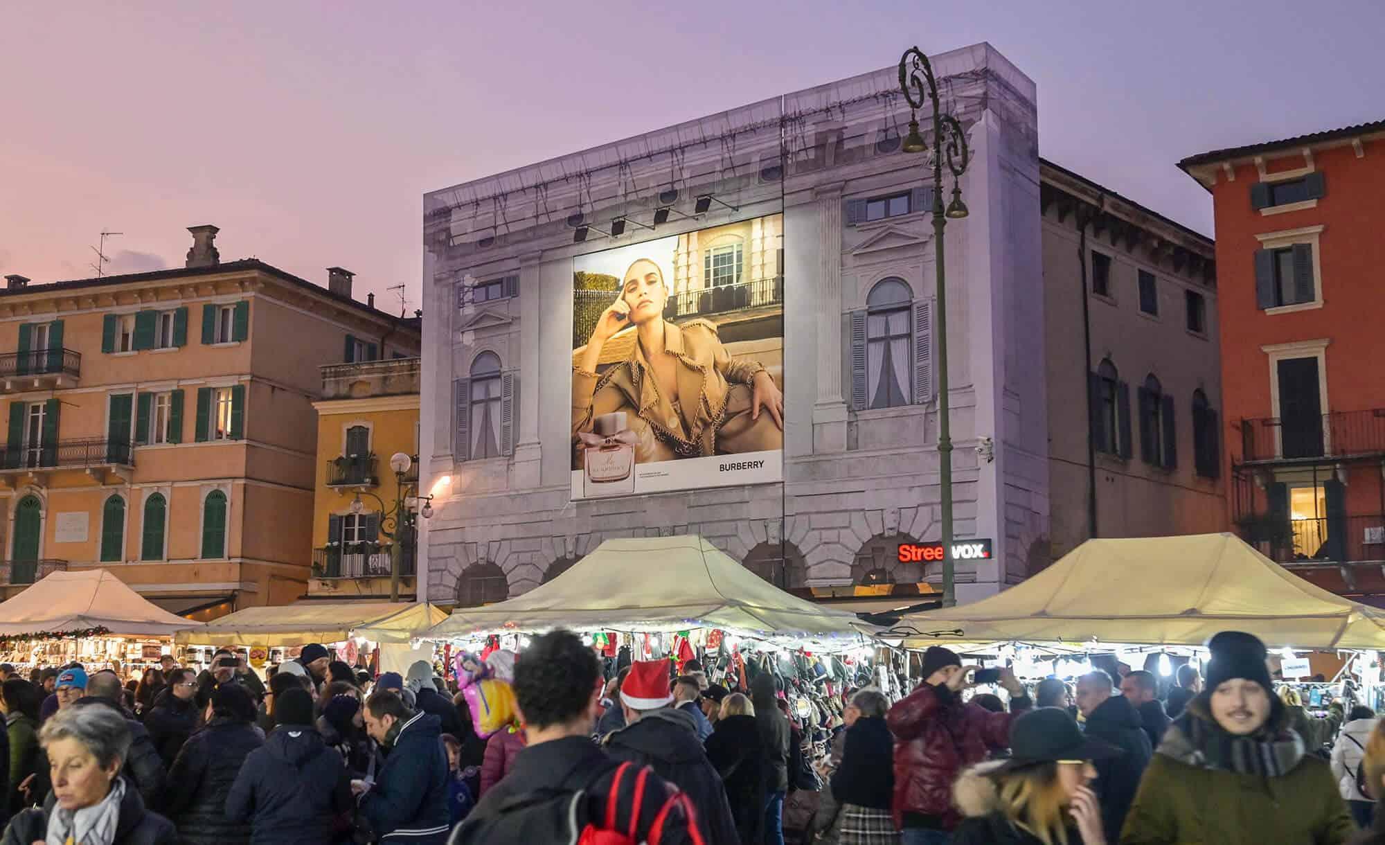 maxi affissione burberry Verona