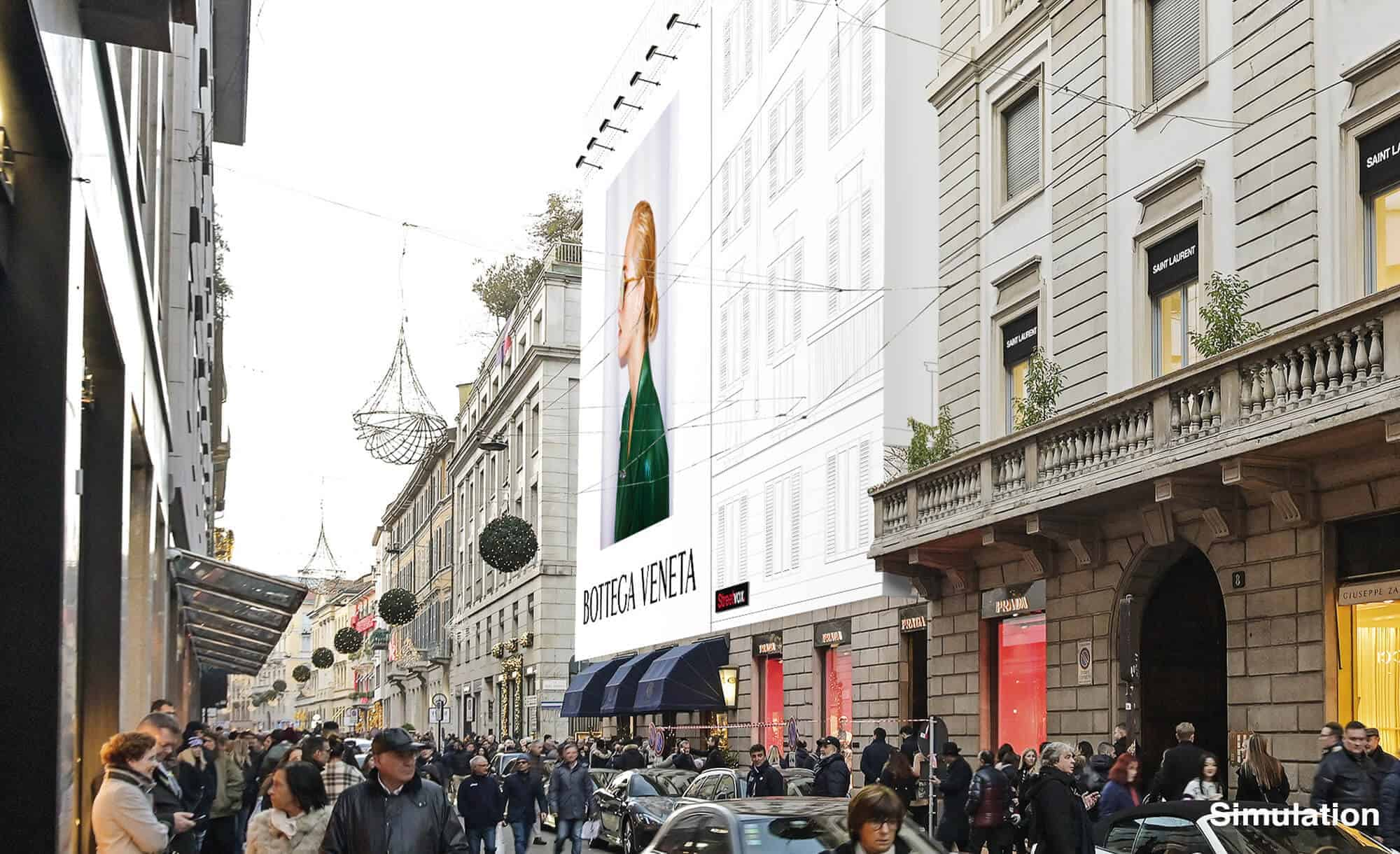 Maxi Affissione Streetvox Via Monte Napoleone 8 a Milano con Bottega Veneta (Fashion)