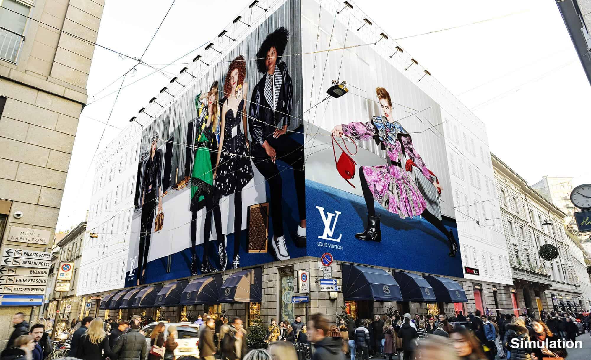 Maxi Affissione Streetvox Via Monte Napoleone 8 a Milano con Louis Vuitton (Fashion)
