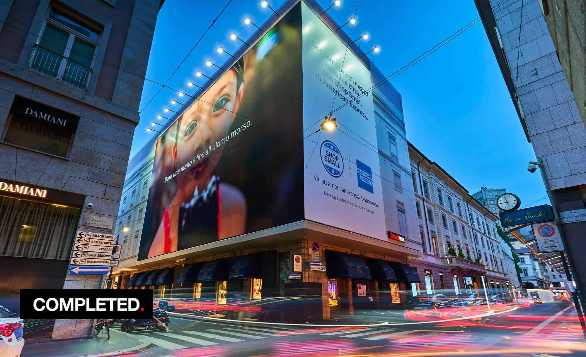 Maxi Affissione a Milano in Via Monte Napoleone 8 con American Express (Finance)