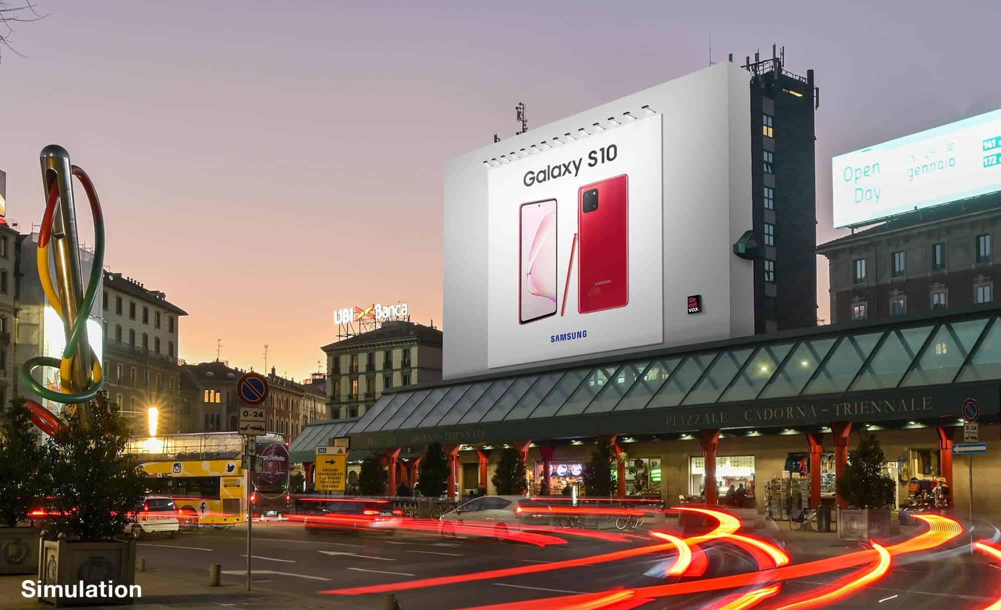 Maxi Affissione a Milano in Piazza Cadorna di Samsung (technology)