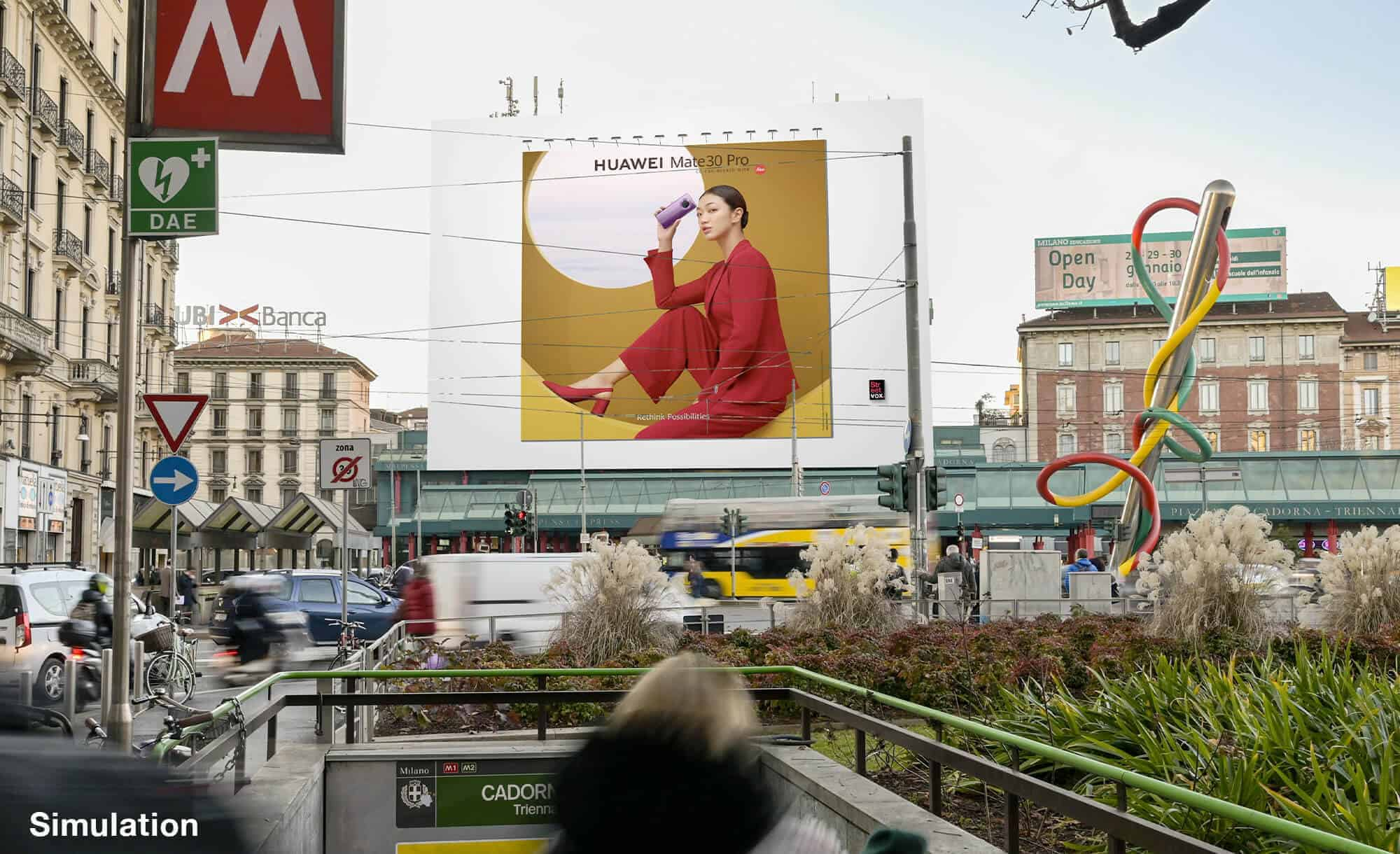 Maxi Affissione a Milano in Piazza Cadorna di Huawei (technology)