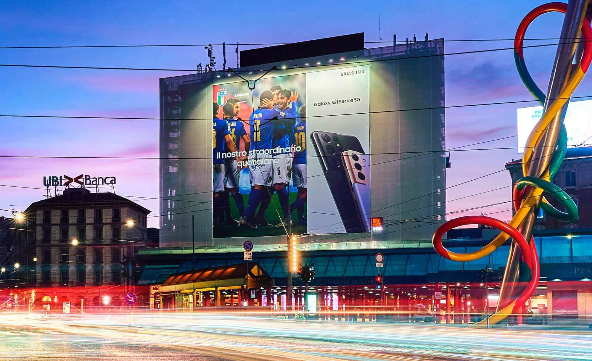 Maxi Affissione a Milano in Cadorna con Samsung e Nazionale Italia Calcio (Technology)