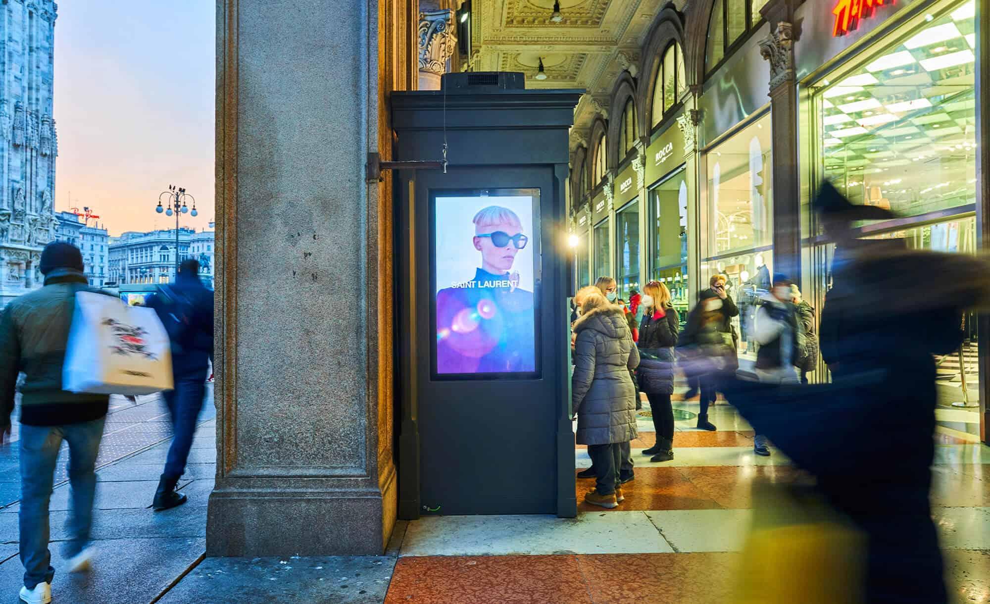 Domminaction Circuito Digitali in Piazza Duomo a Milano con Saint Laurent (Fashion)