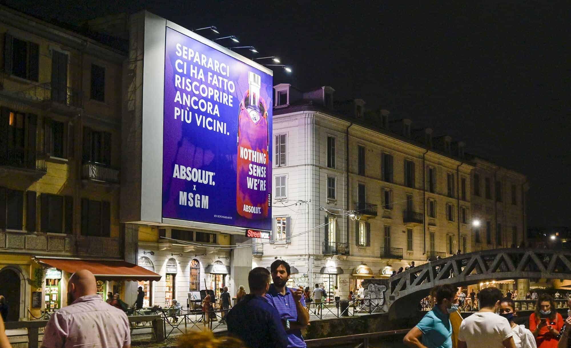 Maxi Affissione Streetvox in Via Corsico 12 sui Navigli a Milano con Absolut e MSGM (beverage & fashion)