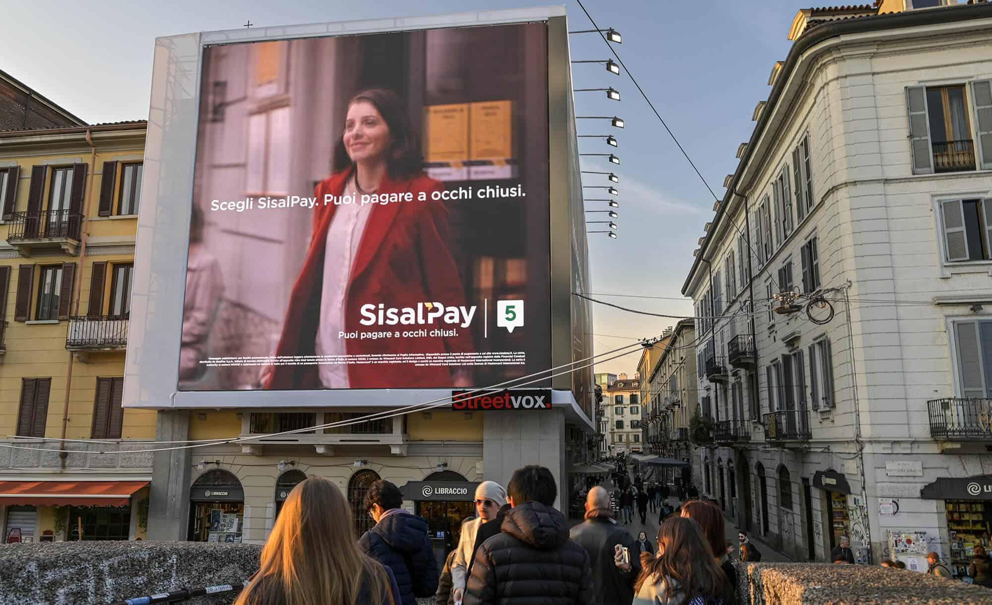 Maxi Affissione Streetvox in Via Corsico 12 sui Navigli a Milano con SisalPay (finance)