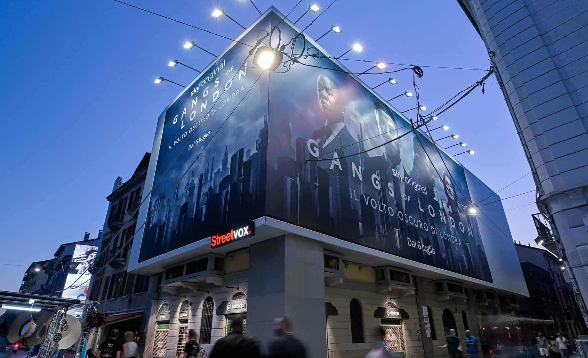 Maxi Affissione Streetvox in Via Corsico 12 sui Navigli a Milano con Sky - Gangs of London (tvseries)