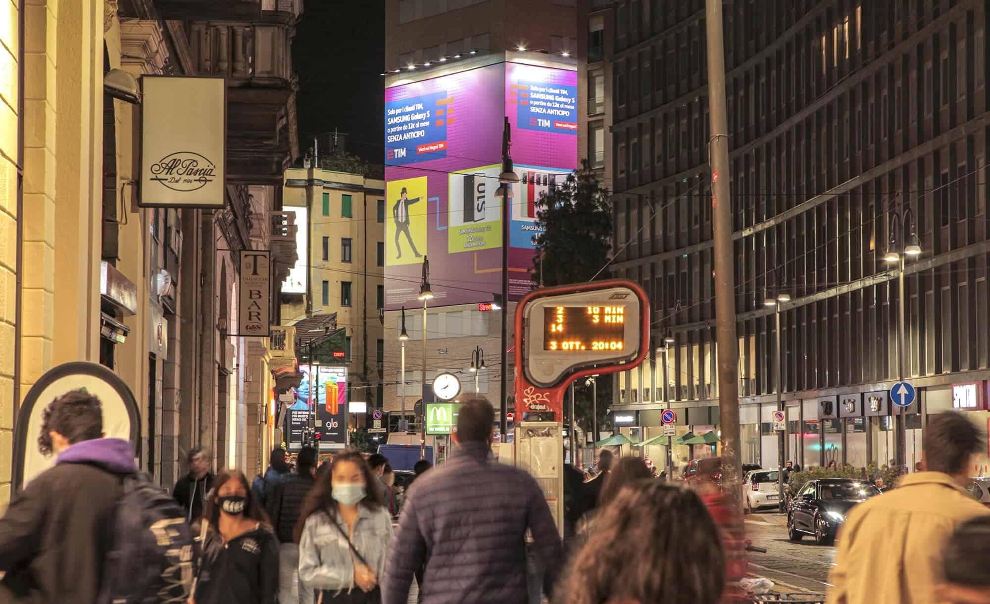 Maxi Affissione Streetvox in Largo Carrobbio su Hotel Ariston a Milano con TIM (telco)