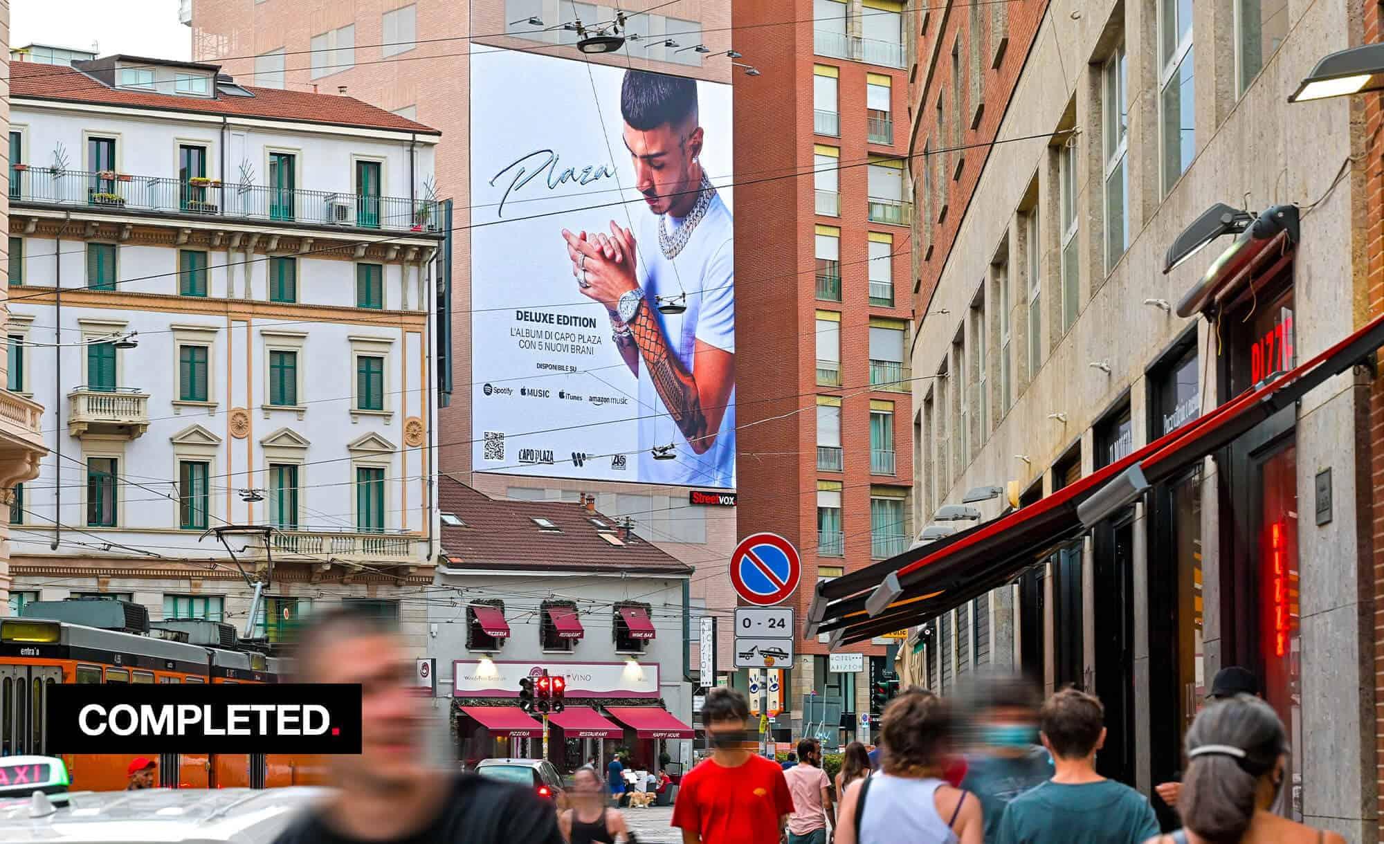 Maxi Affissione a Milano in Largo Carrobbio con Warner Music e Capo Plaza (Entertainment)
