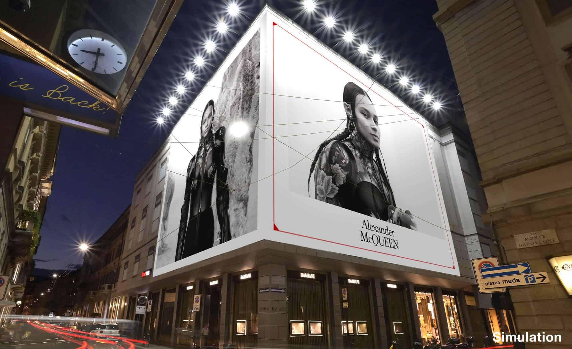 Maxi Affissione Streetvox in Via Monte Napoleone 10 a Milano con Alexander McQueen (Fashion)
