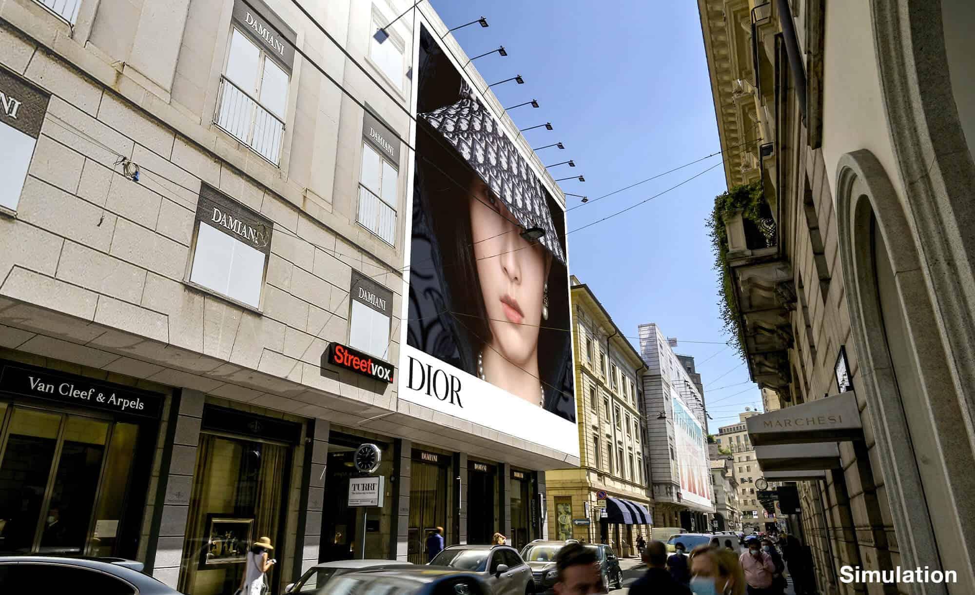 Maxi Affissione Streetvox in Via Monte Napoleone 10 a Milano con Dior (Fashion)