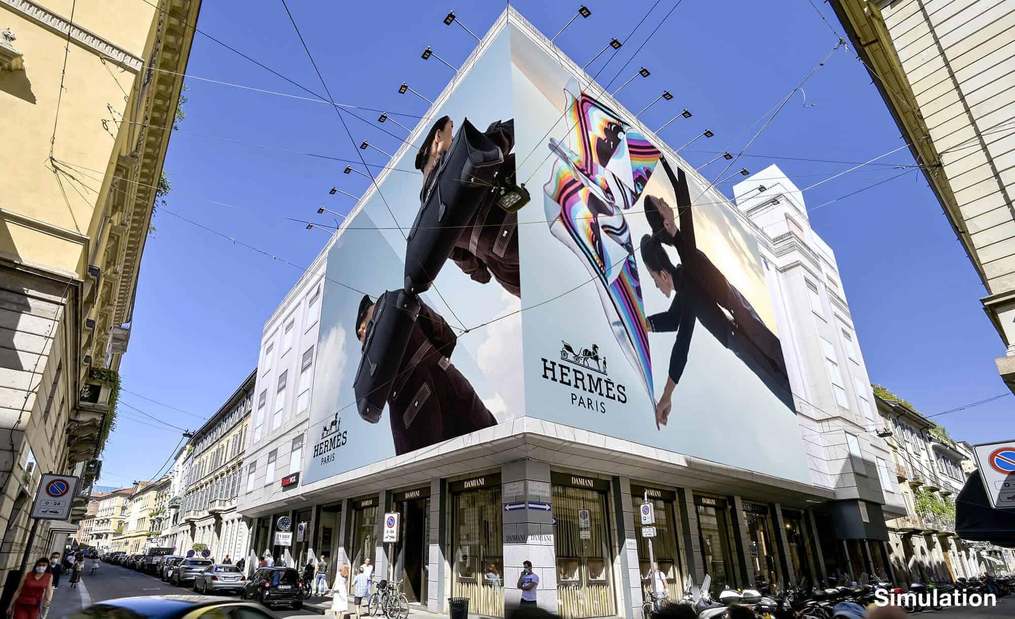 Maxi Affissione Streetvox in Via Monte Napoleone 10 a Milano con Hermes (Luxury)