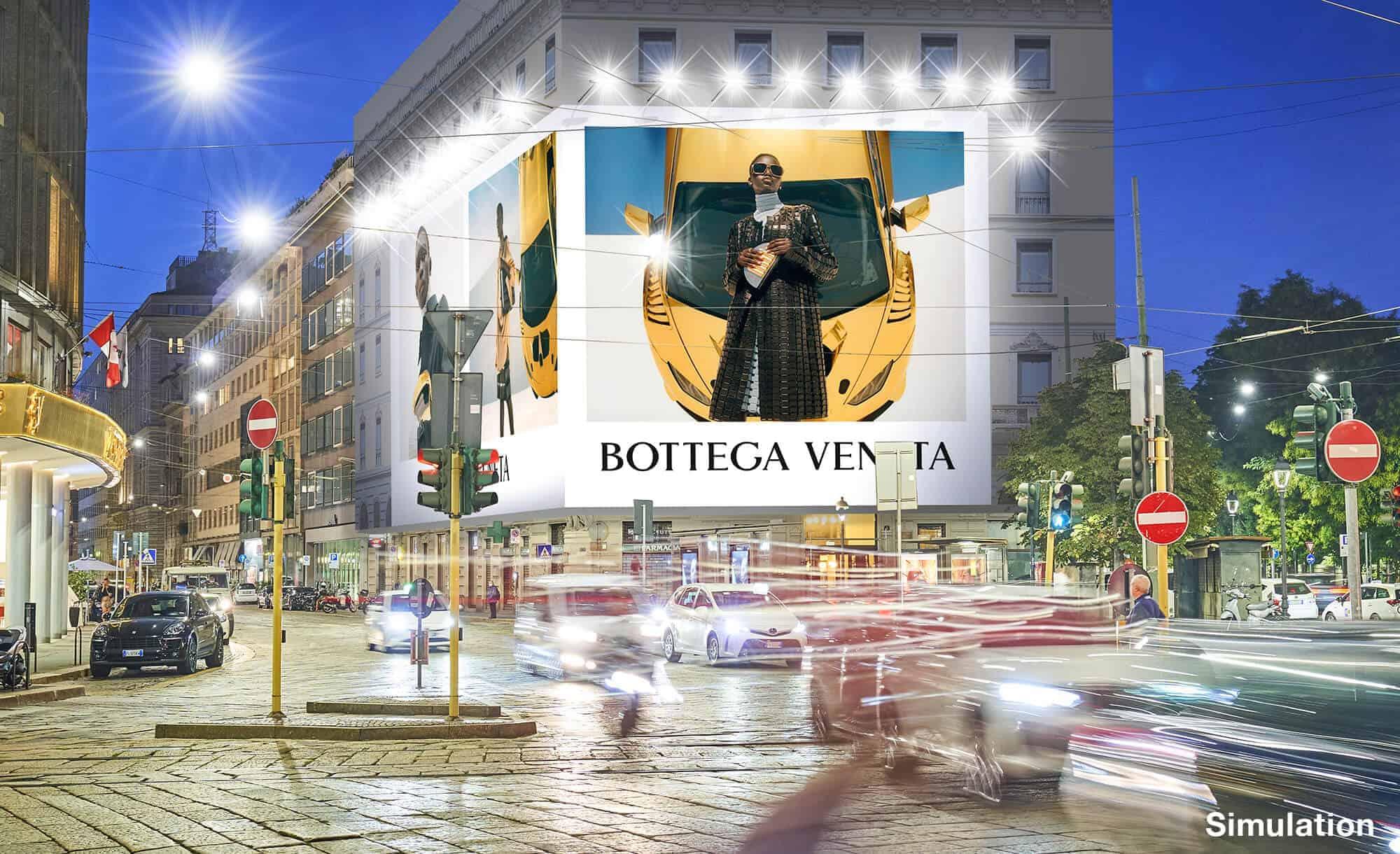 Maxi Affisione a Milano in Piazza Cavour 5 con Bottega Veneta (Fashion)