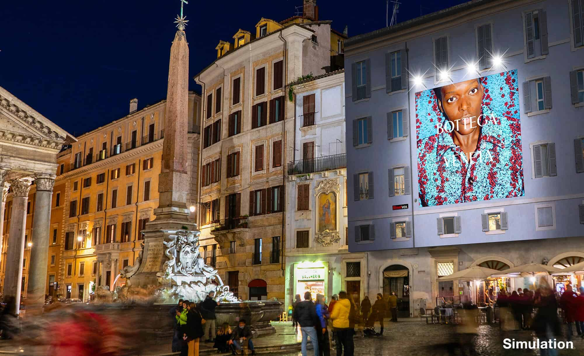 Maxi Affissione a Roma in Piazza del Pantheon con Bottega Veneta (Luxury)