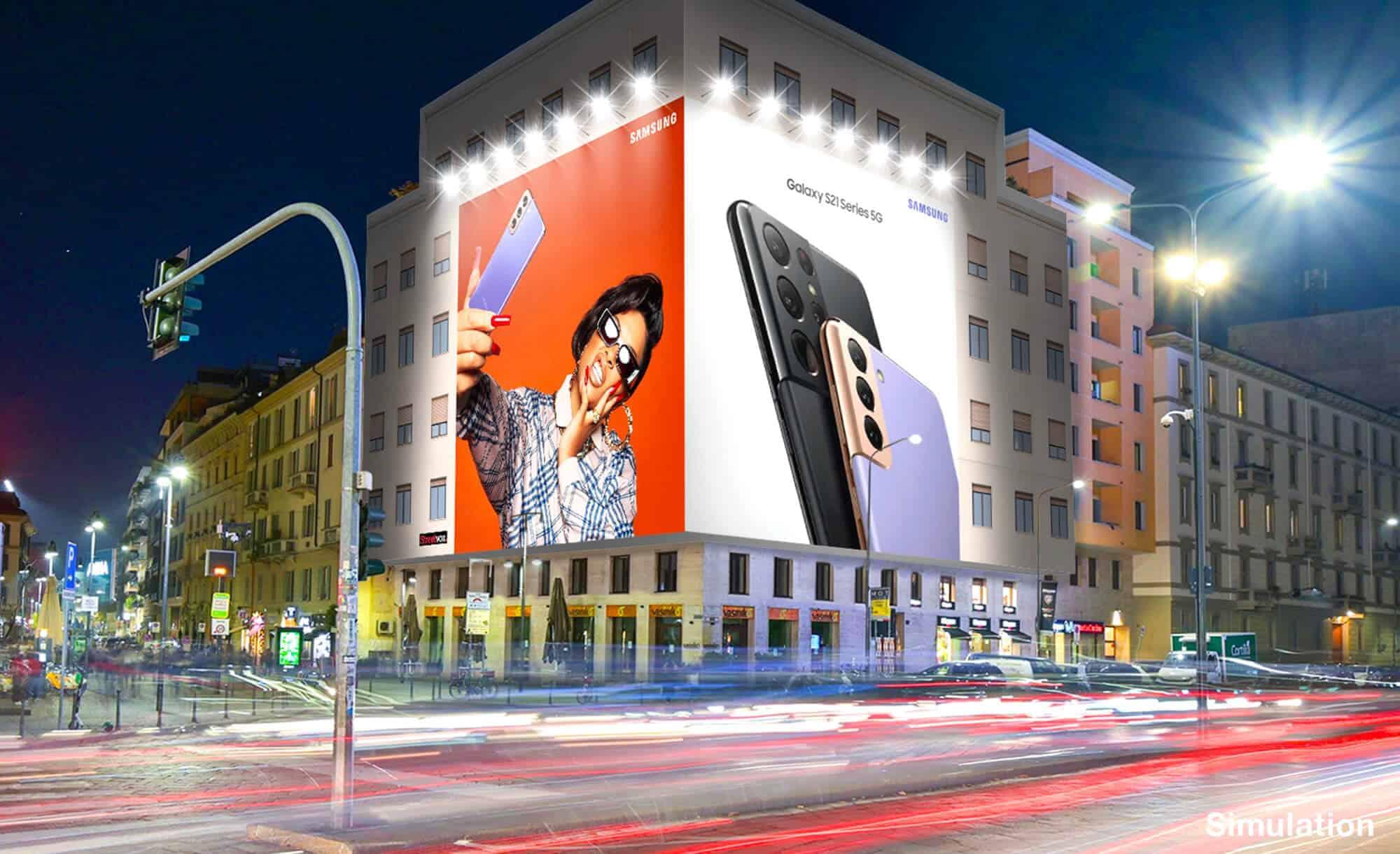 Maxi Affissione a Milano in Piazza XXV Aprile 1 con Samsung (Technology)