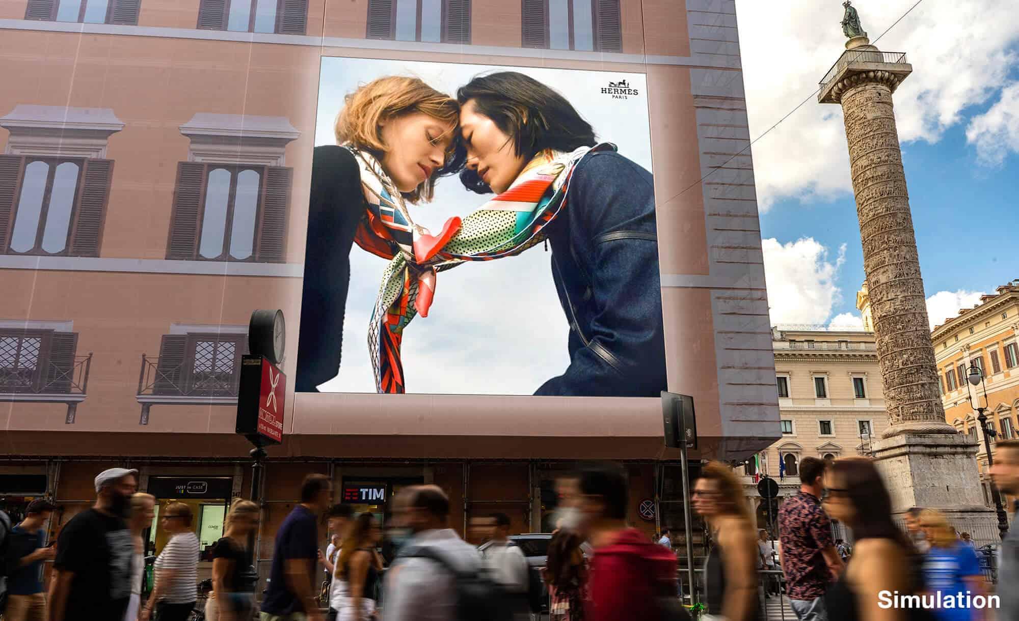 Maxi Affissione a Roma in Piazza Colonna con Hermes (Luxury)